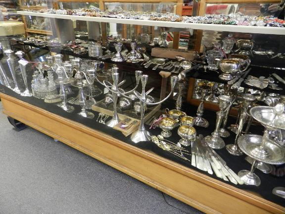 Rare lion antiques and collectables tempe az 85281 for Valuable antiques and collectibles